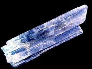 Kyanite is an energy connector and a transmitter all in one, due to its striated structure. A striated stone is one that has parallel grooves recessed down the length of the stone. These striations act as channels or pathways for light frequencies and codes to be downloaded from the higher realms into the human energy system.