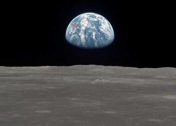 Dalším přesvědčivým argumentem je to, že tam je nedostatek hvězd v údajném videu Země: